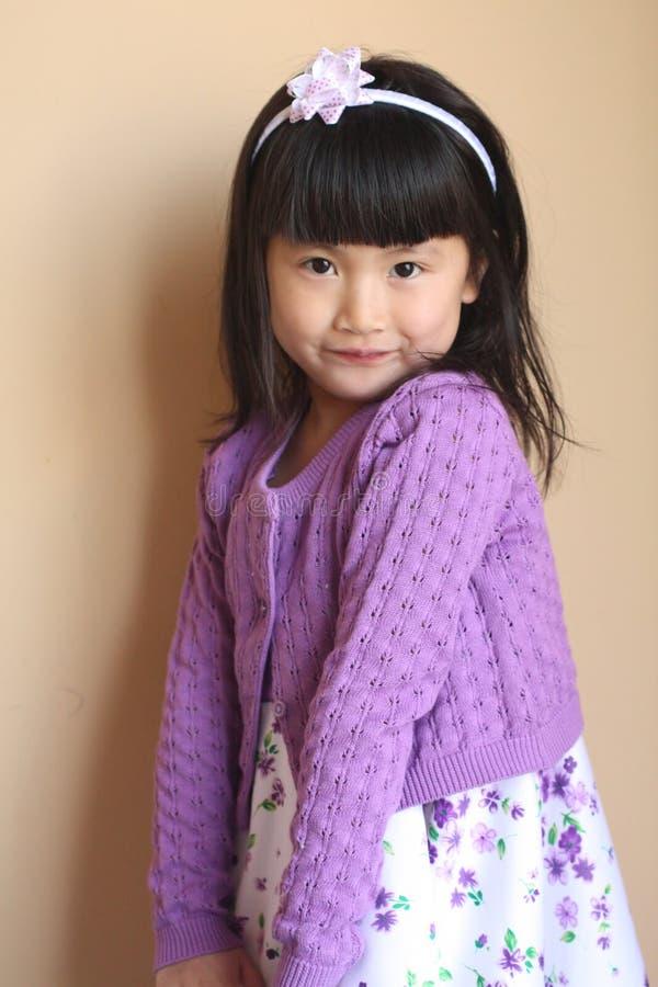 Weinig het Aziatische meisje stellen royalty-vrije stock foto's