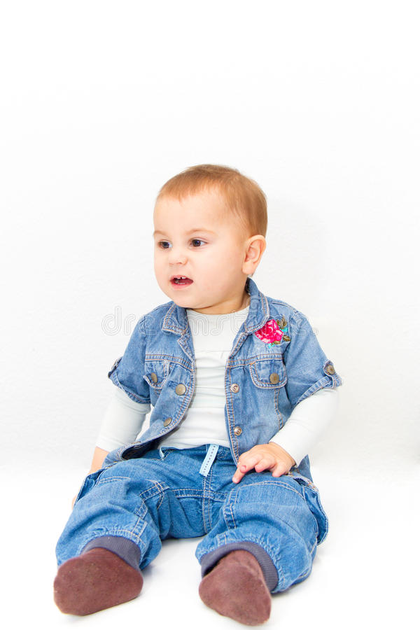 Weinig jong babymeisje wil eten royalty-vrije stock afbeelding