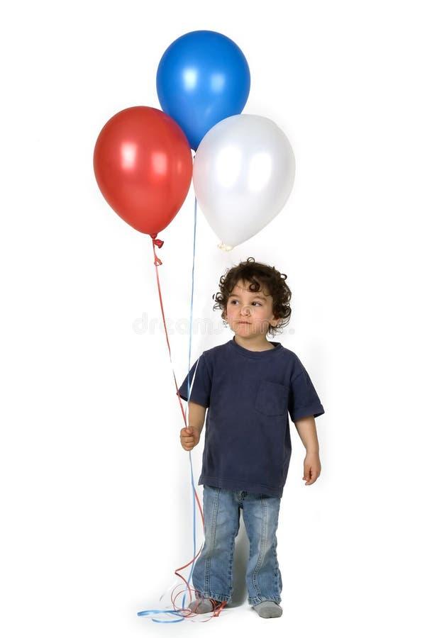Weinig jongen 3 ballons stock foto's