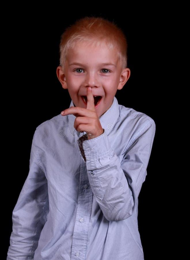 Weinig jongen die een geheim vertelt. royalty-vrije stock fotografie
