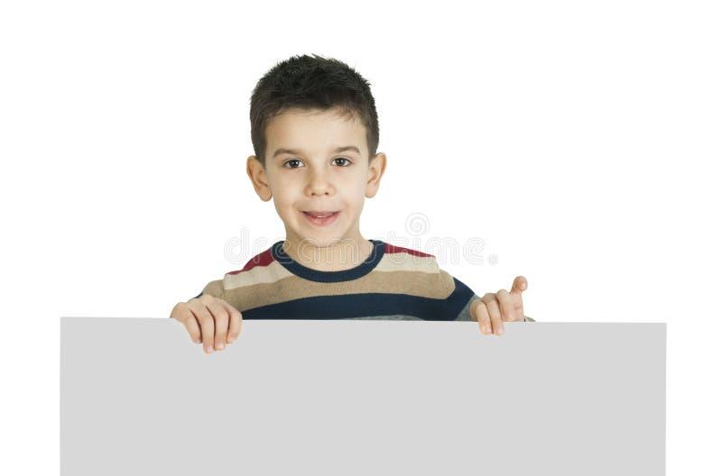 Weinig jongen die een whiteboard houden stock foto's
