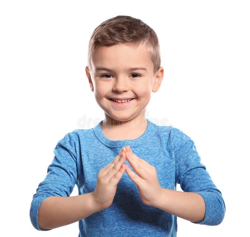 Weinig jongen die HUISgebaar in gebarentaal op wit tonen royalty-vrije stock fotografie