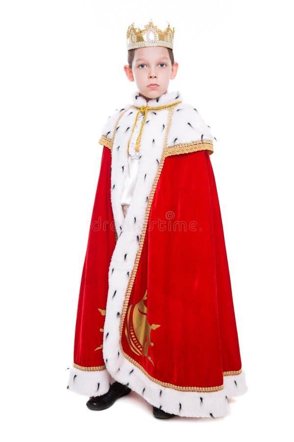 Weinig jongen die kostuum van een koning dragen royalty-vrije stock afbeeldingen