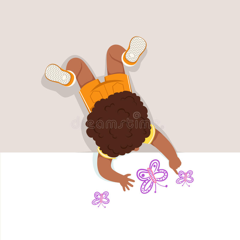Weinig jongen die op zijn maag en het schilderen vlinder met zijn handen liggen, hoogste mening van kind op de vloer stock illustratie