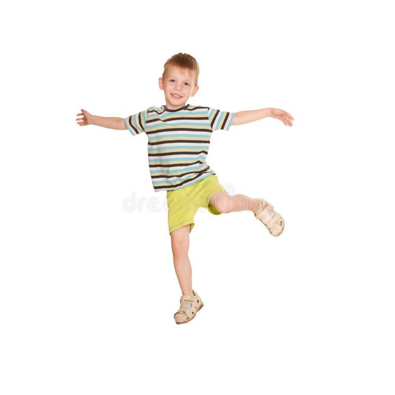Weinig jongen in het gestreepte T-shirt dansen. royalty-vrije stock afbeeldingen