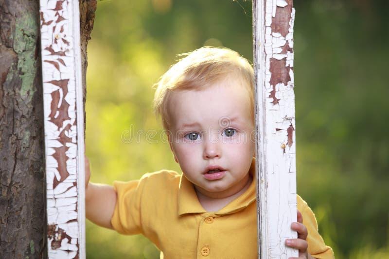 weinig jongen het schreeuwen royalty-vrije stock foto's