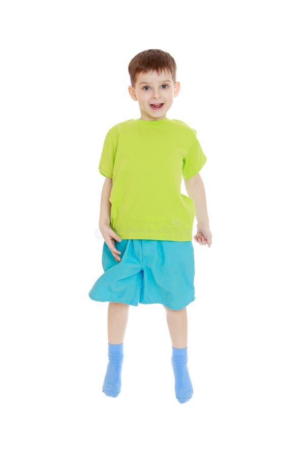 Weinig jongen het springen royalty-vrije stock foto's