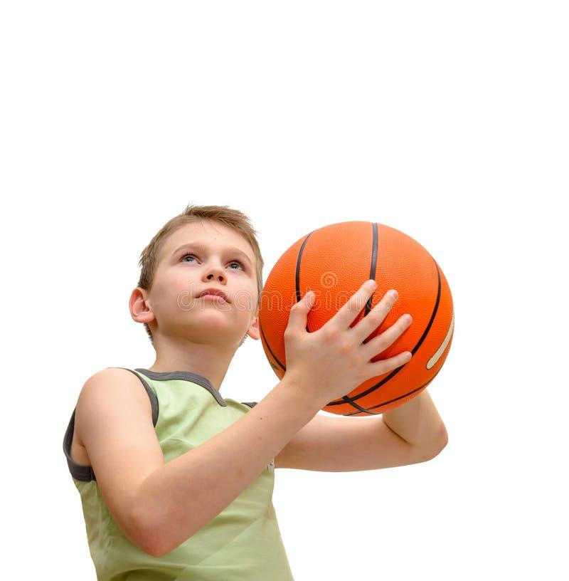 Weinig jongen met basketbal stock foto's