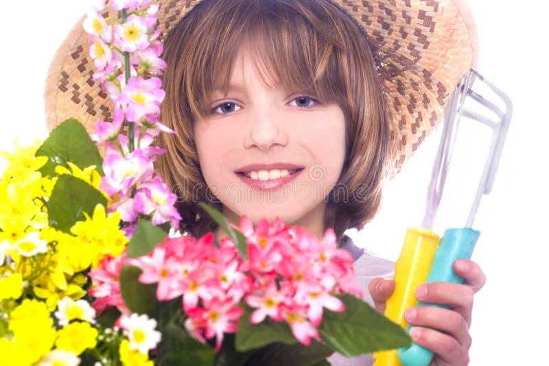 Weinig jongen met bloemen stock foto