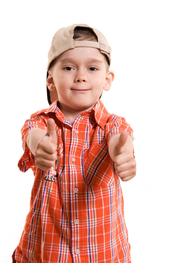 Weinig jongen met zijn omhoog duimen stock fotografie