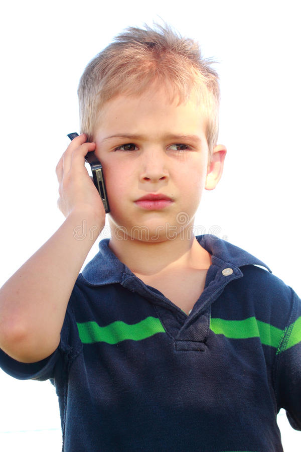 Weinig jongen op telefoon stock afbeeldingen