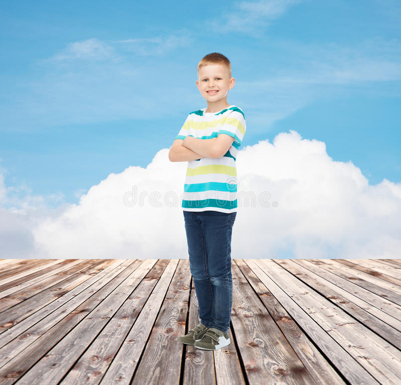 Weinig jongen in vrijetijdskleding royalty-vrije stock foto's