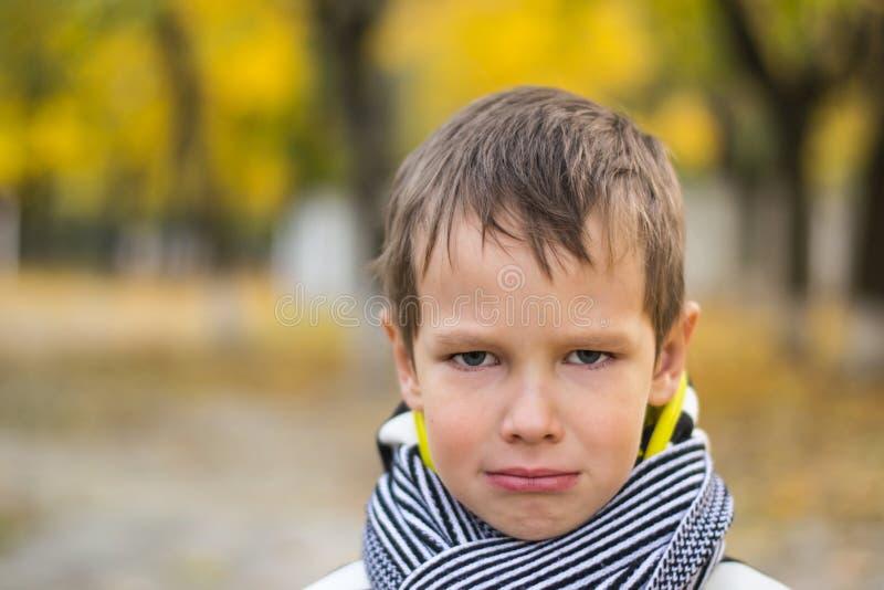Weinig jongen wil begint te schreeuwen royalty-vrije stock foto
