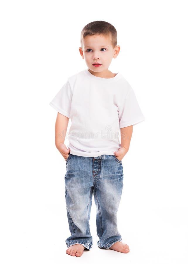 Weinig jongen in wit overhemd stock afbeeldingen