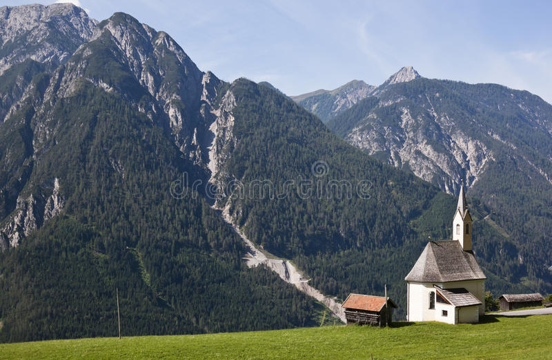 Weinig kapel in bergdorp Penzendorf royalty-vrije stock afbeelding