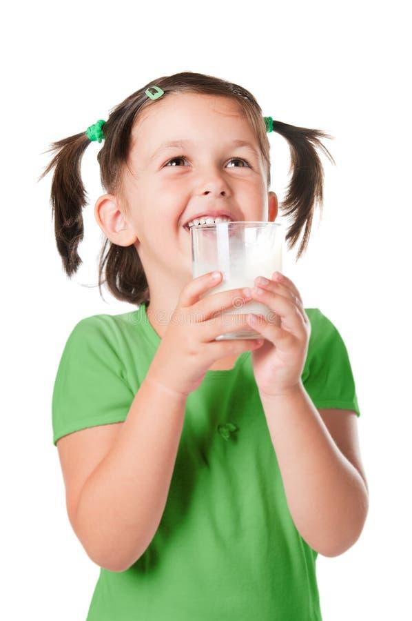 Weinig kind het drinken melk stock foto's