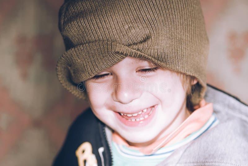 Weinig kind het lachen sensorische verbindingen stock fotografie