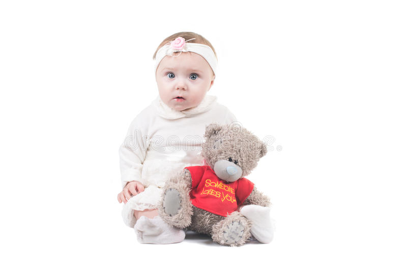 Weinig kindbaby die op geïsoleerde studio glimlachen royalty-vrije stock fotografie