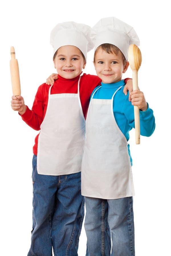 Weinig kookt met gietlepel en deegrol stock foto's