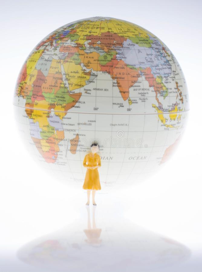 Weinig modelbol door de kant van vrouwencijfer stock afbeeldingen
