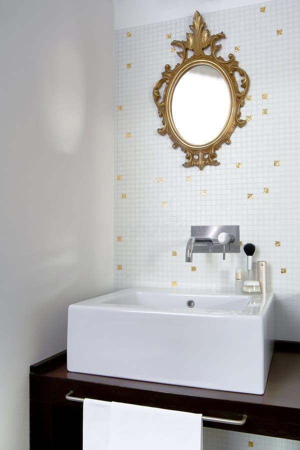 Weinig moderne badkamers royalty-vrije stock foto's