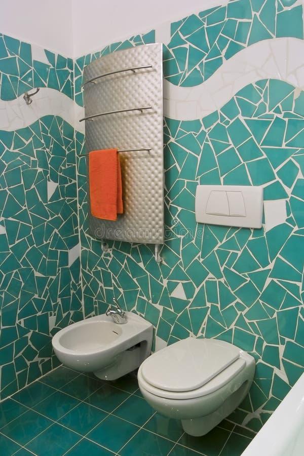 Weinig Moderne Badkamers Met Groene Tegels Stock Afbeeldingen   Afbeelding  17700574