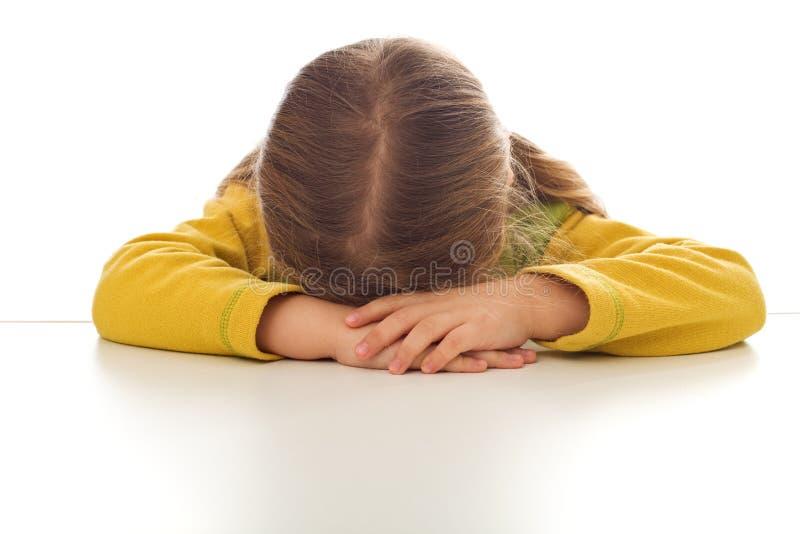 Weinig mokkend of schreeuwend droevig meisje stock afbeelding