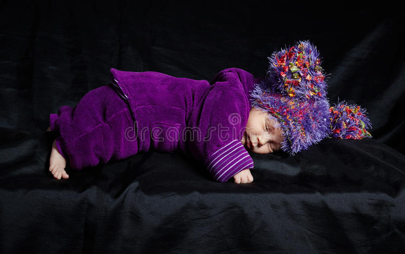 Weinig mooie babyslaap stock fotografie