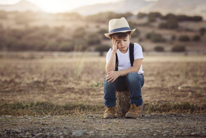 Weinig nadenkende jongen royalty-vrije stock afbeelding