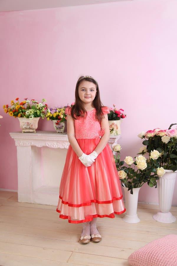 Weinig Prinses met roze kleding royalty-vrije stock fotografie
