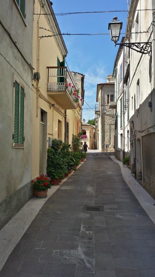 Weinig straat in Crecchio Abruzzo Italië royalty-vrije stock foto