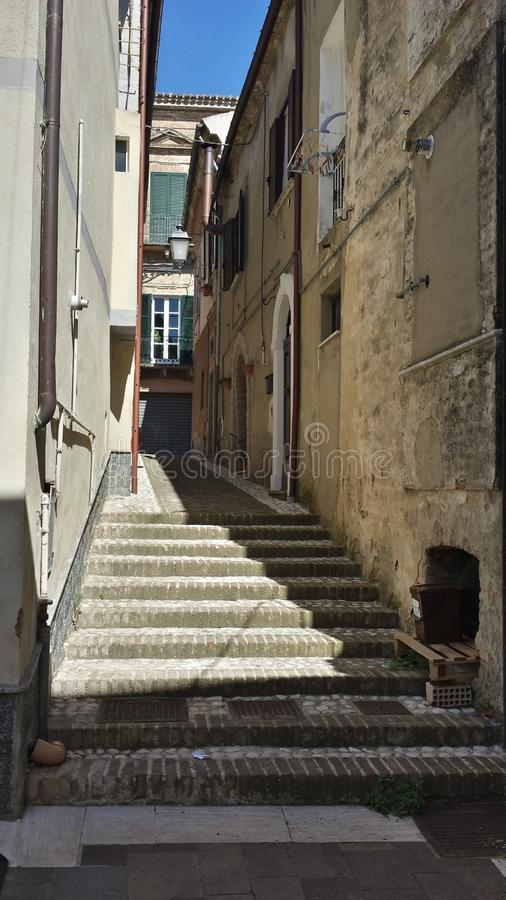 Weinig straat in Ortona Abruzzo Italië royalty-vrije stock foto