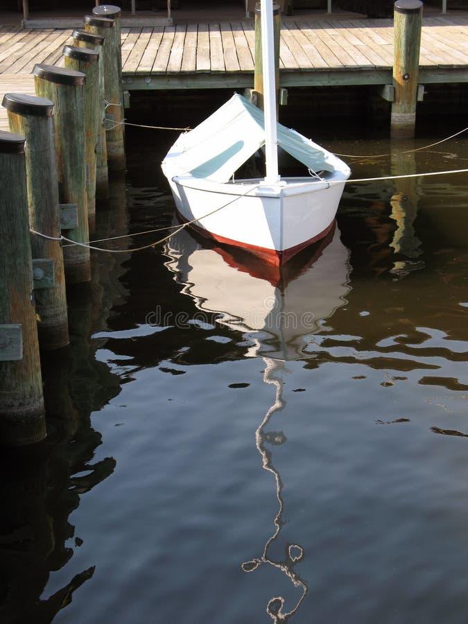 Weinig Zeilboot royalty-vrije stock afbeelding