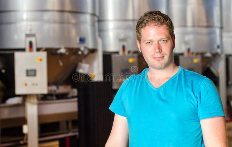 Weinkellereiarbeitskraft stockfotografie
