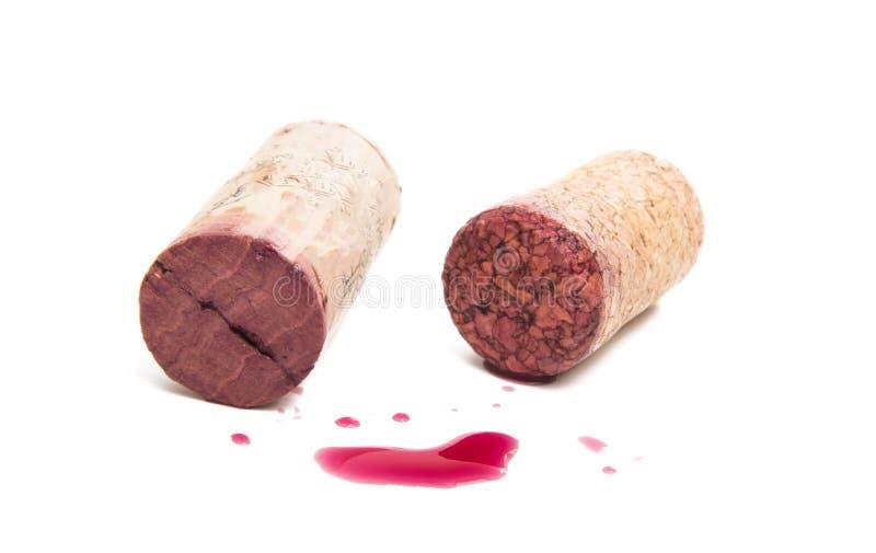Weinkorken mit Tropfen des Rotweins stockfotos