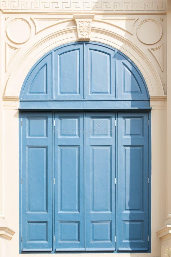 Weinlese-altes blaues Fenster lizenzfreie stockfotos