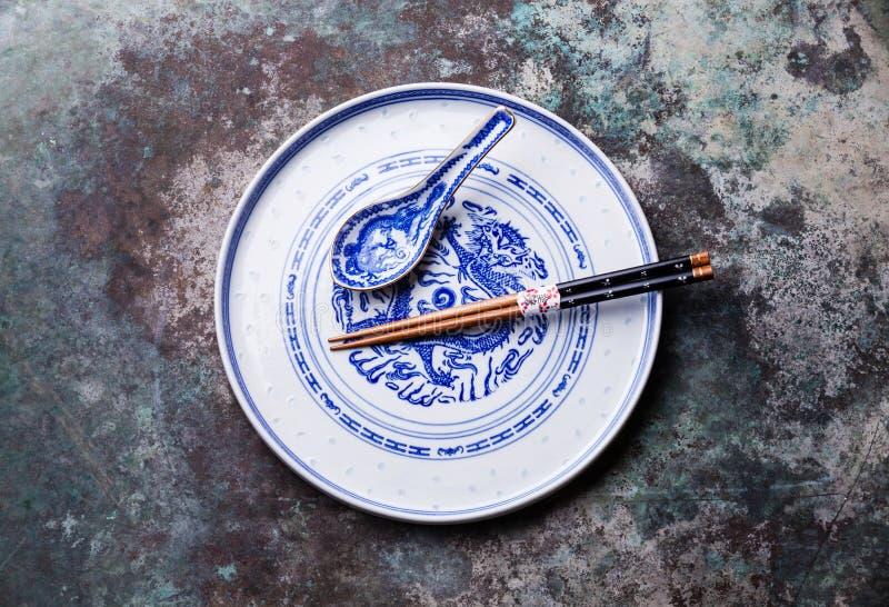 Weinlese-asiatisches Porzellan-Blau und Weiß lizenzfreie stockbilder