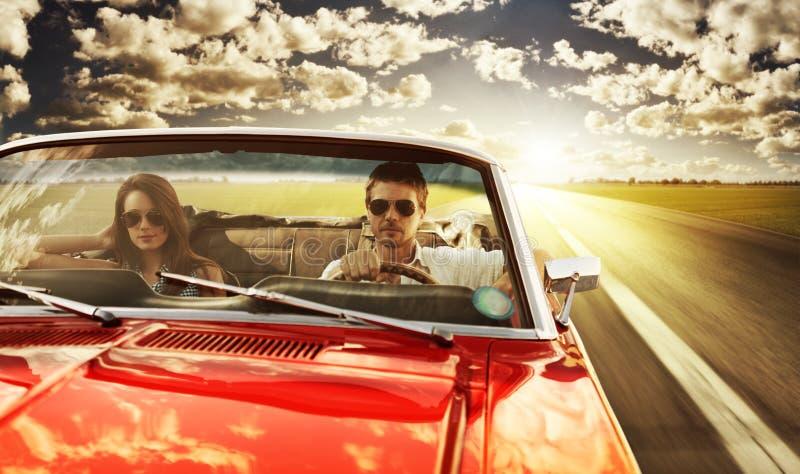 Weinlese-Auto-Paare lizenzfreies stockbild