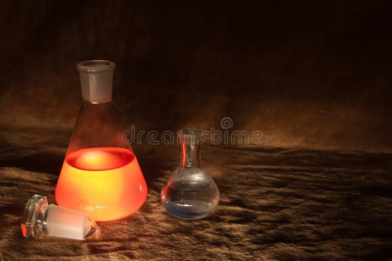 Weinlese-Chemie-Flaschen lizenzfreies stockbild