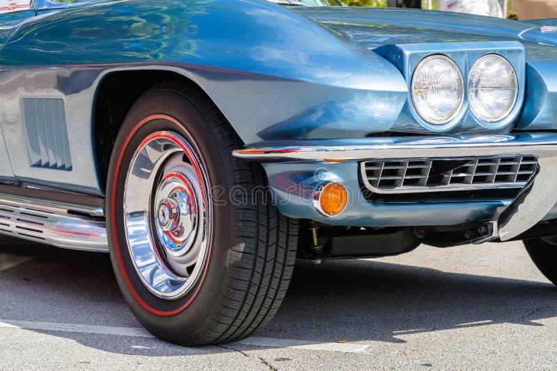 Weinlese Chevy Corvette lizenzfreie stockbilder