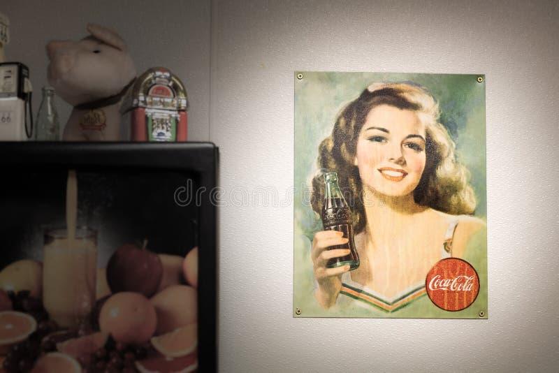 Weinlese-Coca- Colaplakat stockbilder