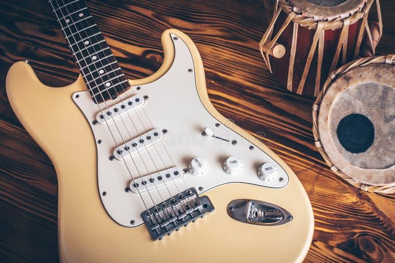 Weinlese-elektrische Gitarre lizenzfreie stockfotografie
