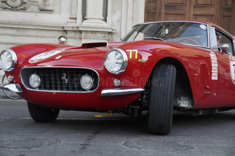 Weinlese Ferrari - Florenz lizenzfreie stockfotografie