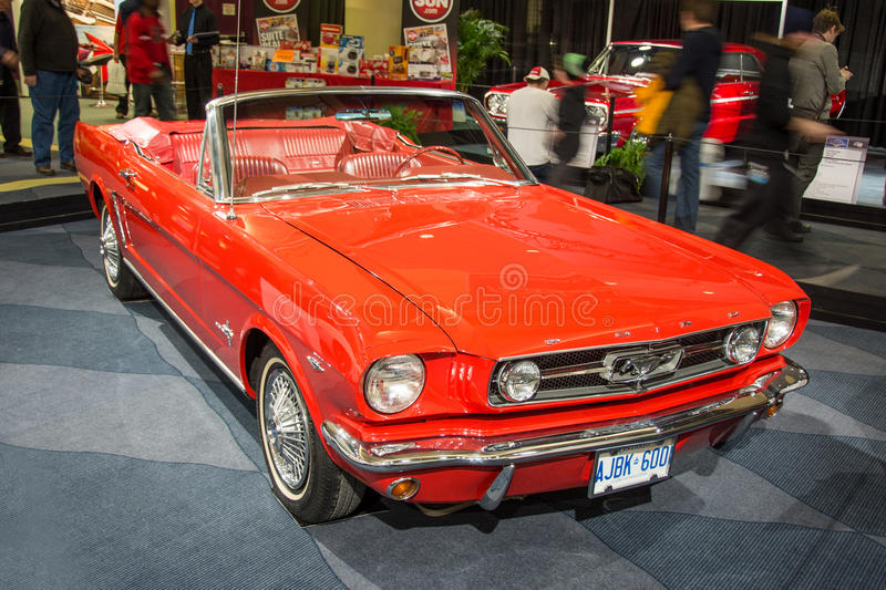 Weinlese Ford Mustang am CIAS 2014 stockfotografie