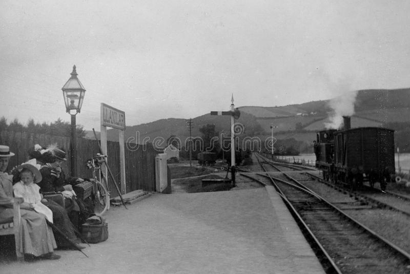 Weinlese-Foto 1902 des Dampf-Zugs, Llanilar-Station, nahe Aberys stockfotografie