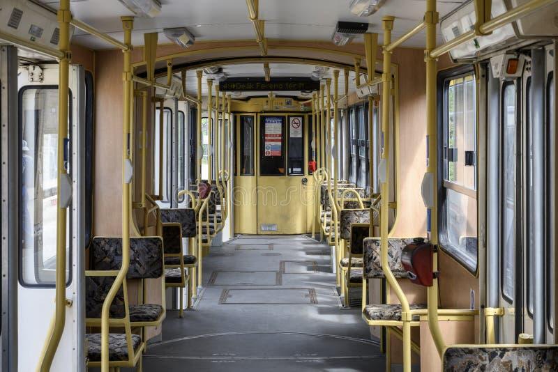 Weinlese gegliederter Traminnenraum in Budapest Ungarn lizenzfreies stockbild