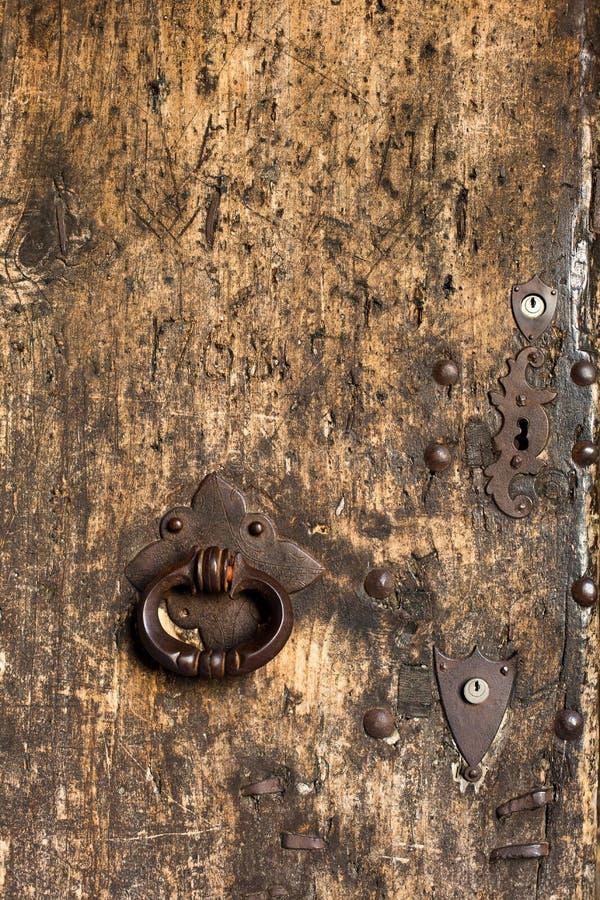 Weinlese-Holztür an Chateaude Neuchatel - Neuchatel, die Schweiz lizenzfreie stockfotos