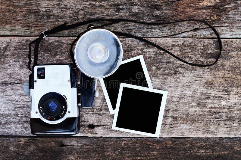 Weinlese-Kamera mit Abbildungen lizenzfreie stockbilder