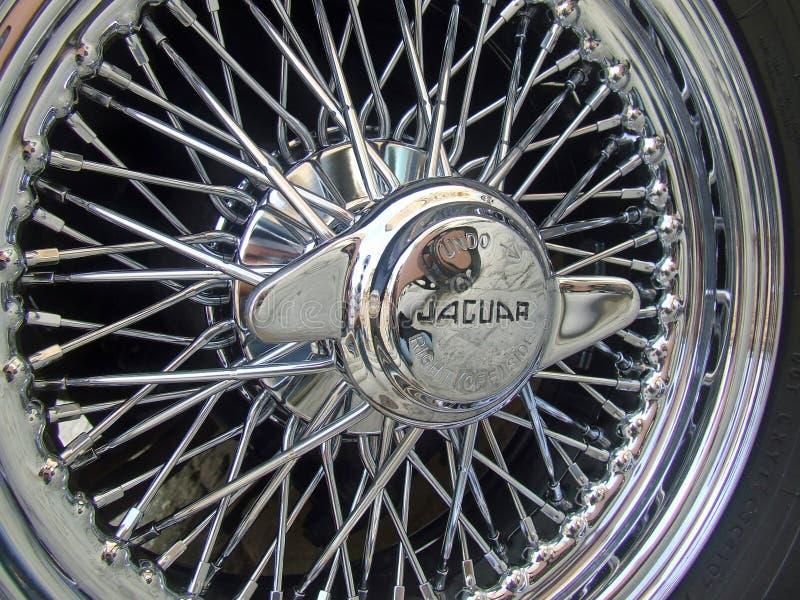 Weinlese, klassisches Jaguar-Auto-Draht-Rad stockfotografie