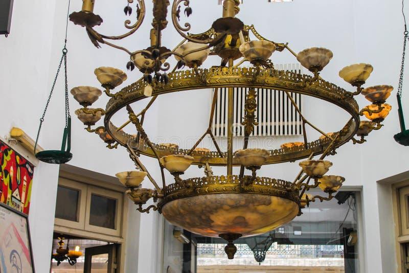 Weinlese-Lampen-Gegenstand-Metallumgebendes Gold lizenzfreie stockfotografie